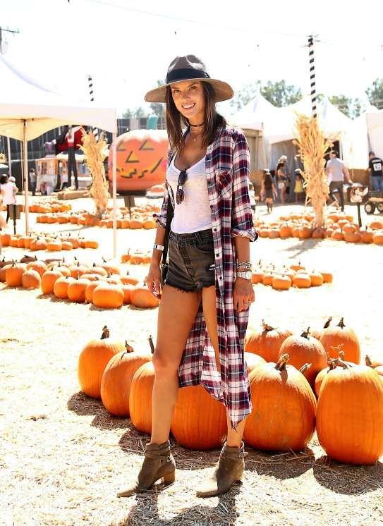 Alessandra Ambrosio visited Mr. Bones Pumpkin Patch in Los Angeles on Oct. 8, 2016. - Sara Jaye Weiss/StarTraks