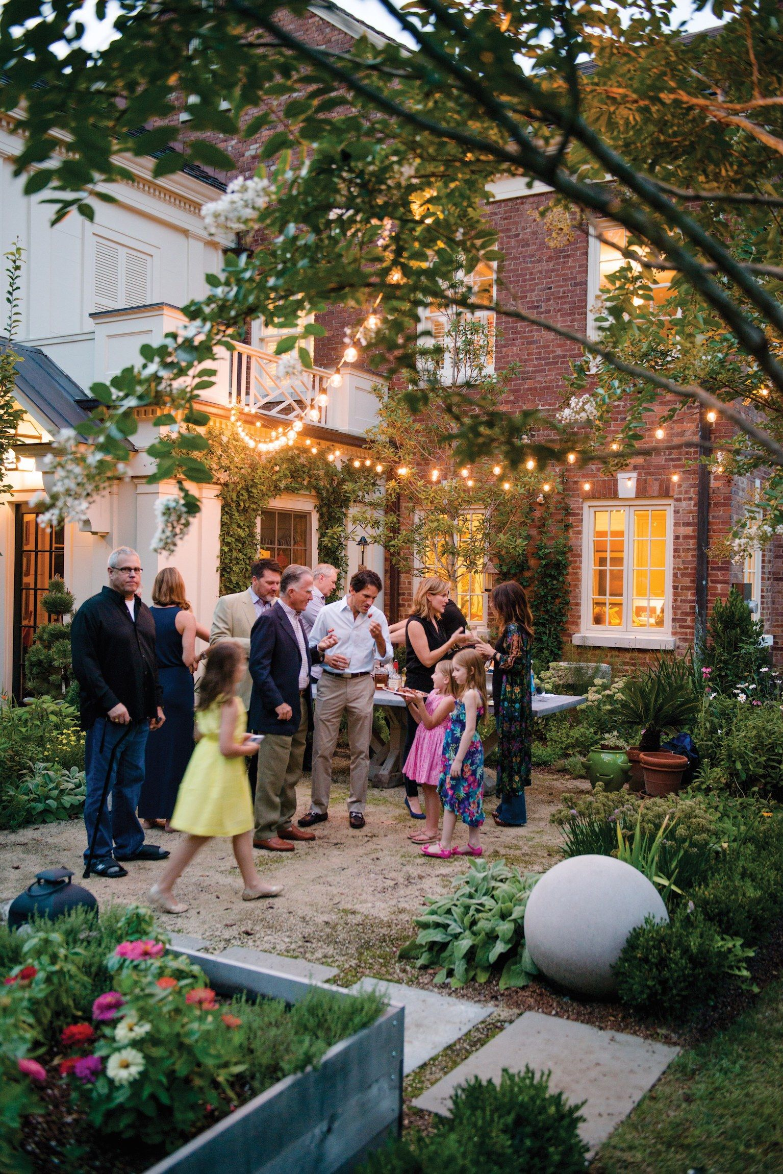 How to Host a Southern-Style Outdoor Soirée   Southern, Dinners and ...