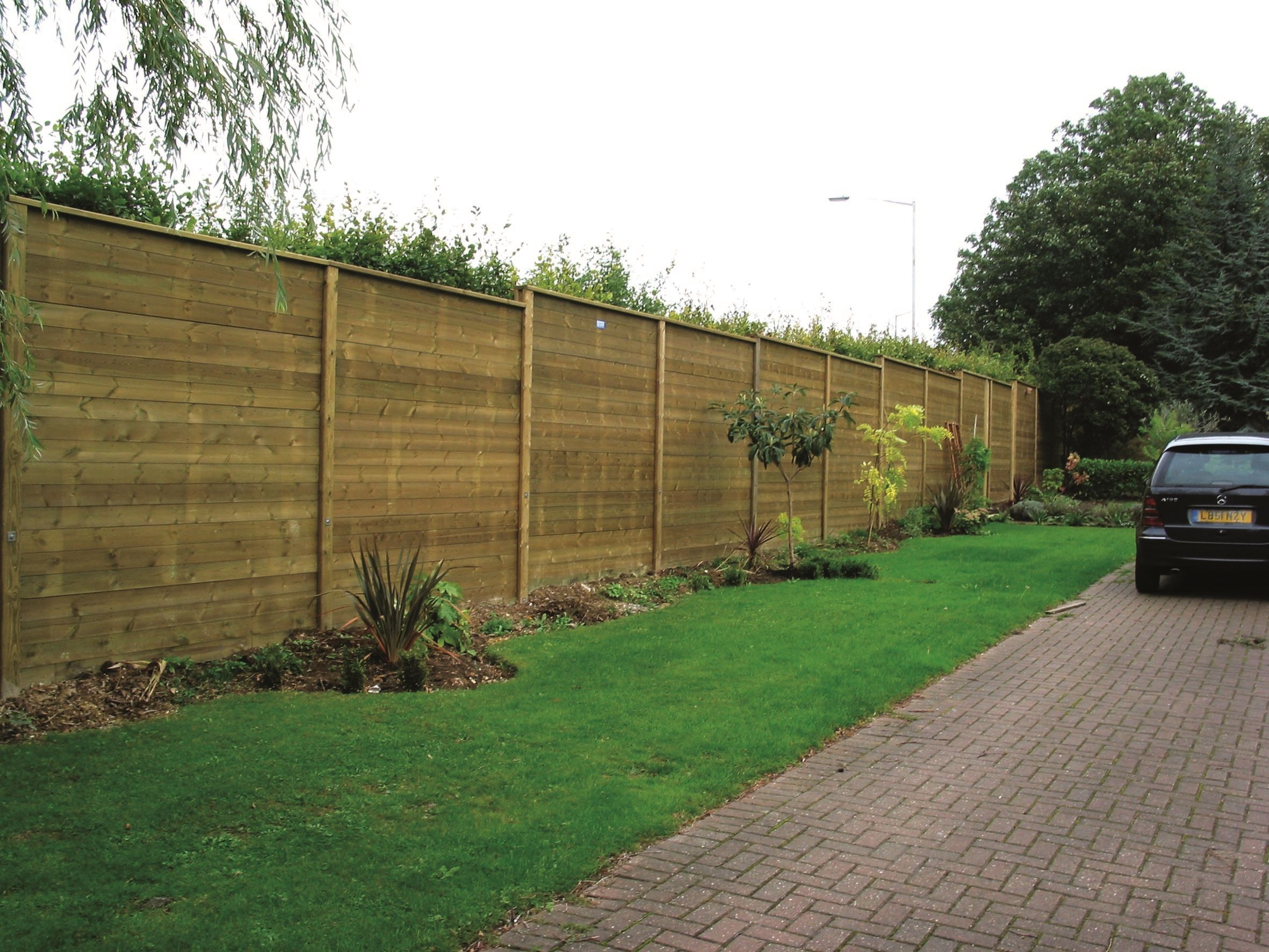 Acoustic fencing in a back garden