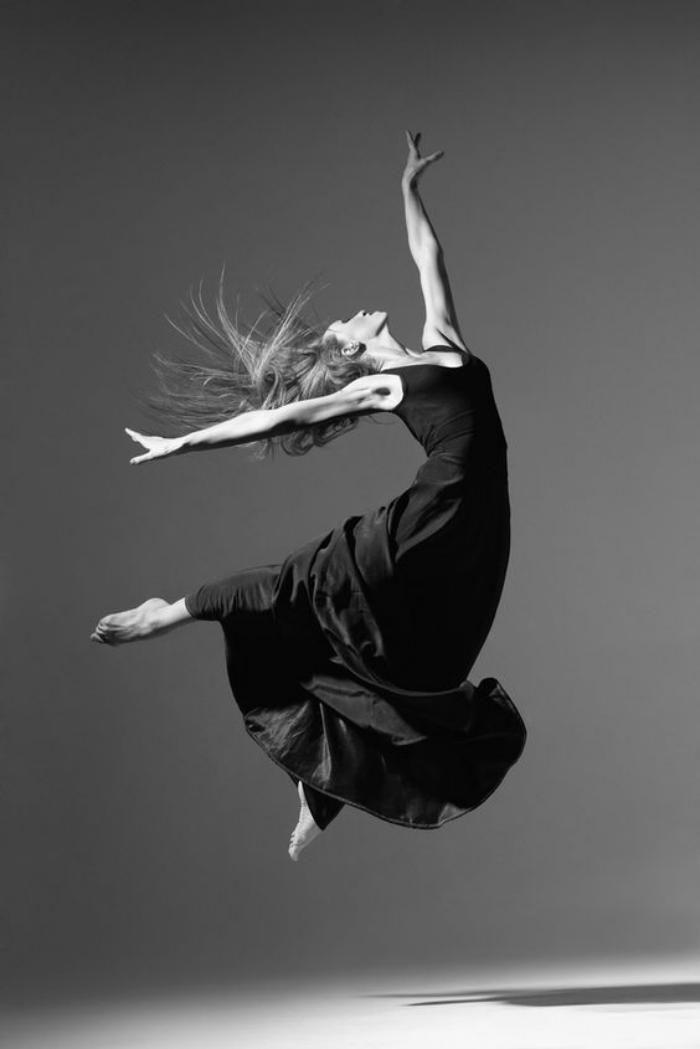 La magie de la danse contemporaine en photos mode - Dessin de danseuse moderne jazz ...