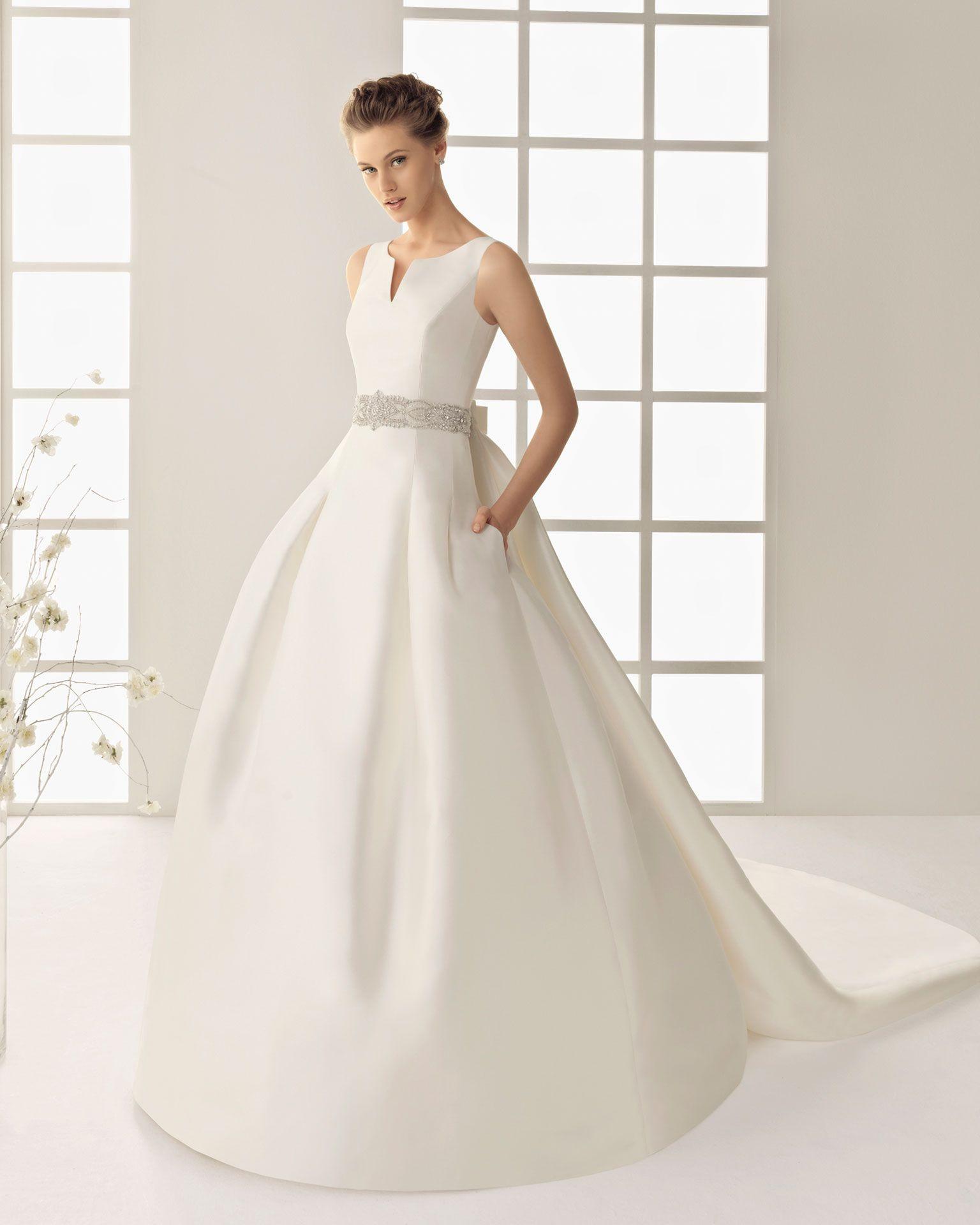 DELFIN - Vestido de organza royal y pedrería en color marfil X02 ...