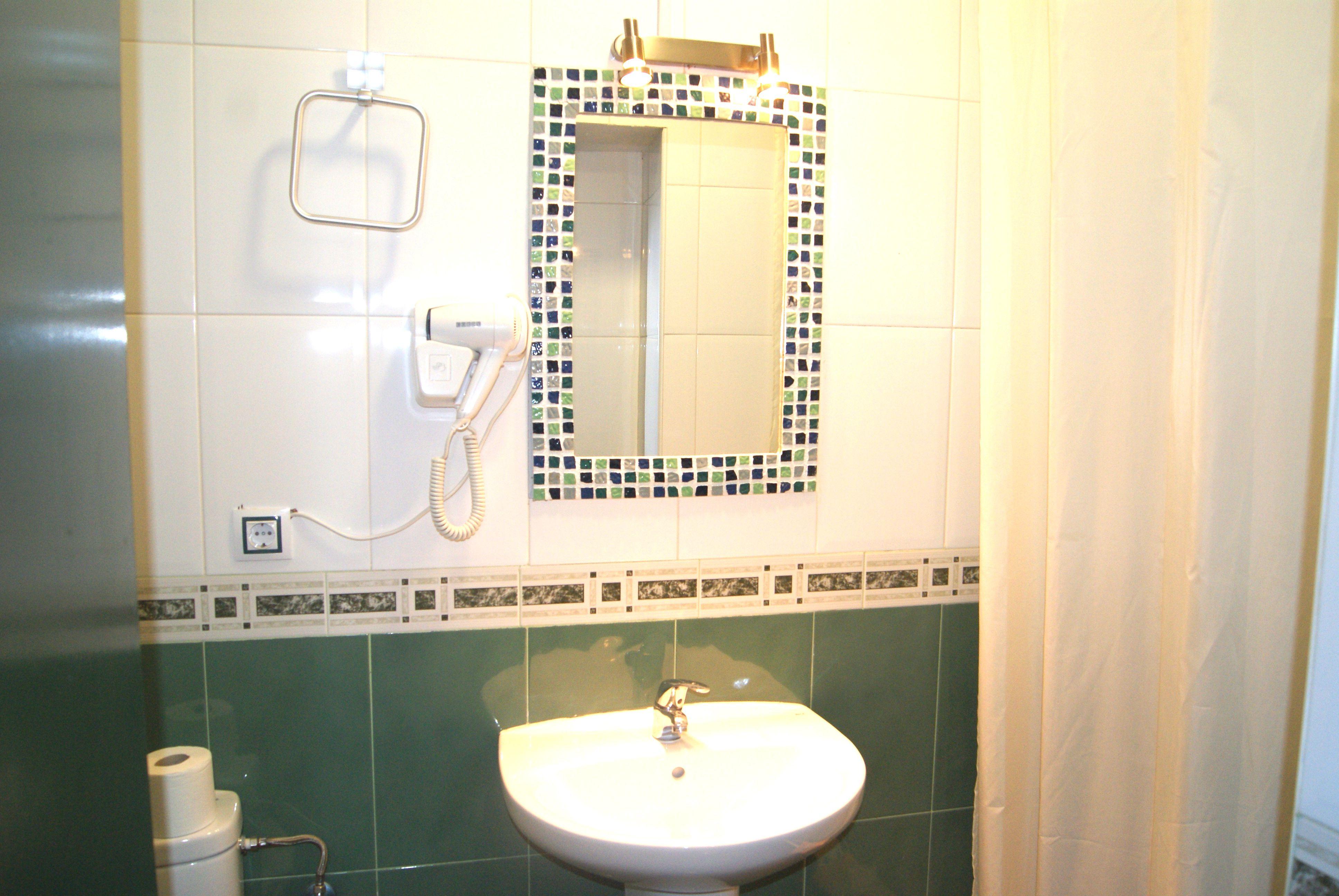 Baño interior. Completamente equipado.