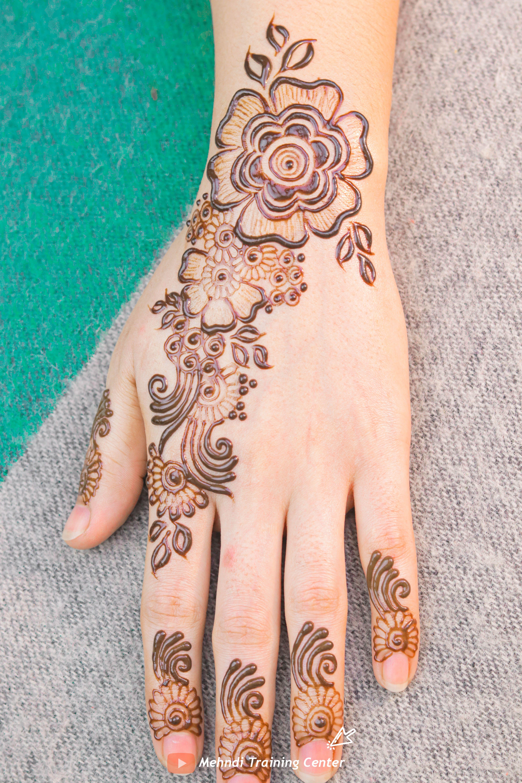 نقش الحناء الخليجي نقش الحناء المغربي بالابرة سهل للمبتدئين نقش الحناء نقش الحناء للمبتدئات Short Mehndi Designs Mehndi Patterns Pattern Tattoo