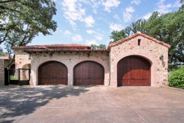 At this home, even the garage doors, which are made of mahogany, are stylish. / SA