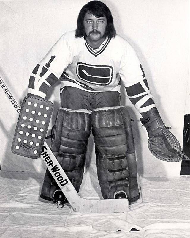 Dunc Wilson Ice Hockey Wiki Fandom Vancouver Canucks Hockey Goalie Canucks