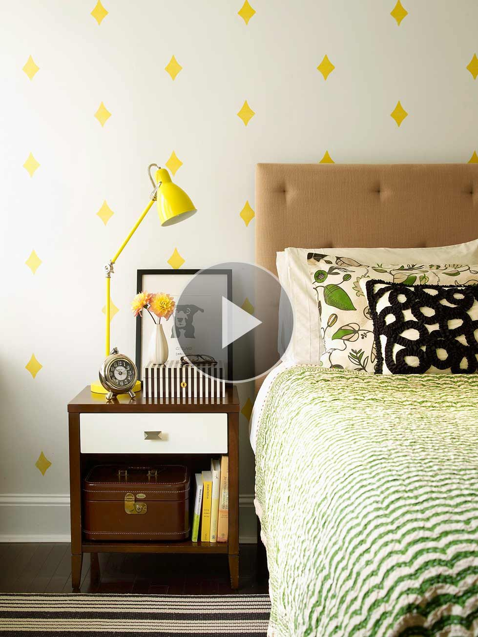 When Space Is Tight, Follow These Small Bedroom Arranging