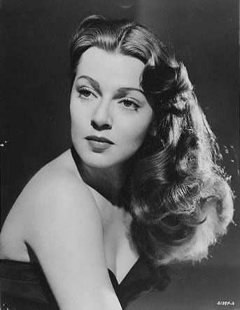 f672ed1637339 Lana Turner in a very rare photo as a brunette. Circa late 1940's ...