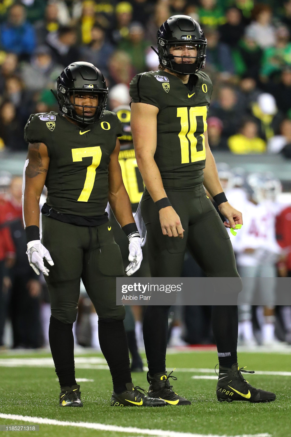 Cj Verdell Of The Oregon Ducks And Justin Herbert Of The Oregon Ducks In 2020 Oregon Ducks Oregon Ducks Football Ohio State Buckeyes Football