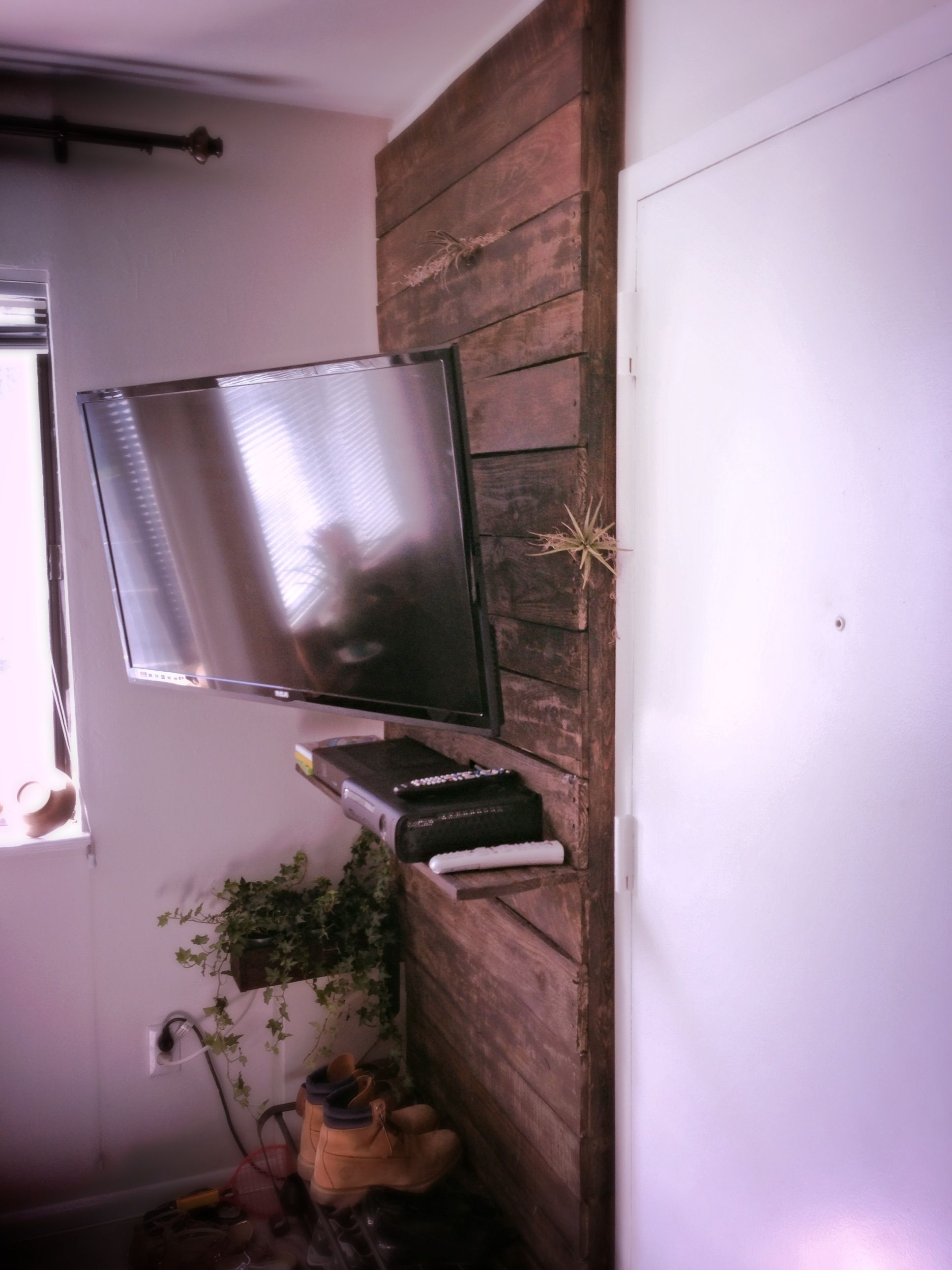 Small Condo Corner Reclaimed Pallet Wood Tv Mount Wall Mounted Tv Tv Wall Tv In Bedroom
