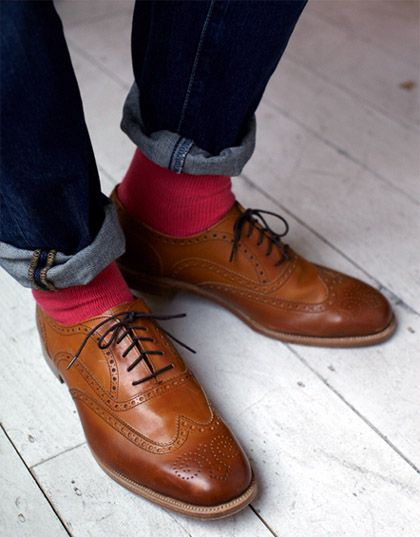 Rolled up jeans with brogues and a dash of color - salmon pink, no less. Perfect style for the urban males with style and panache!