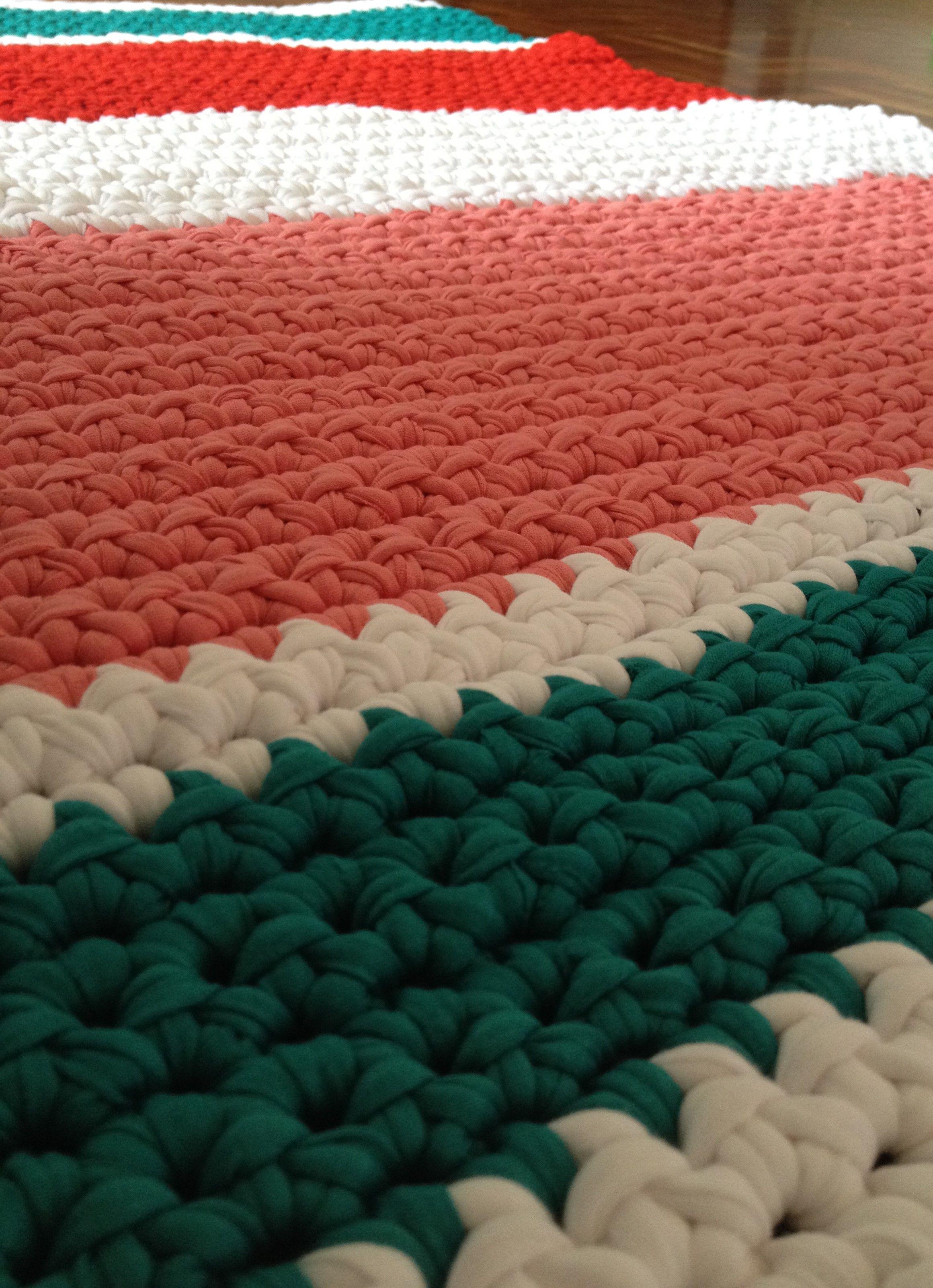 Alfombra de trapillo rectangular hecha a mano lamila lamila pinterest crochet yarns and - Alfombras a mano ...