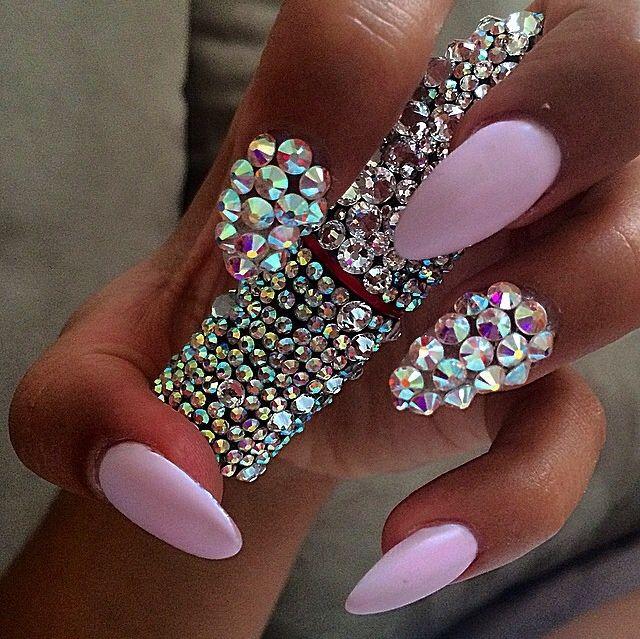 Satanic Barbie Doll. @lovekourtney | nails ♡♡ | Pinterest | Uña ...
