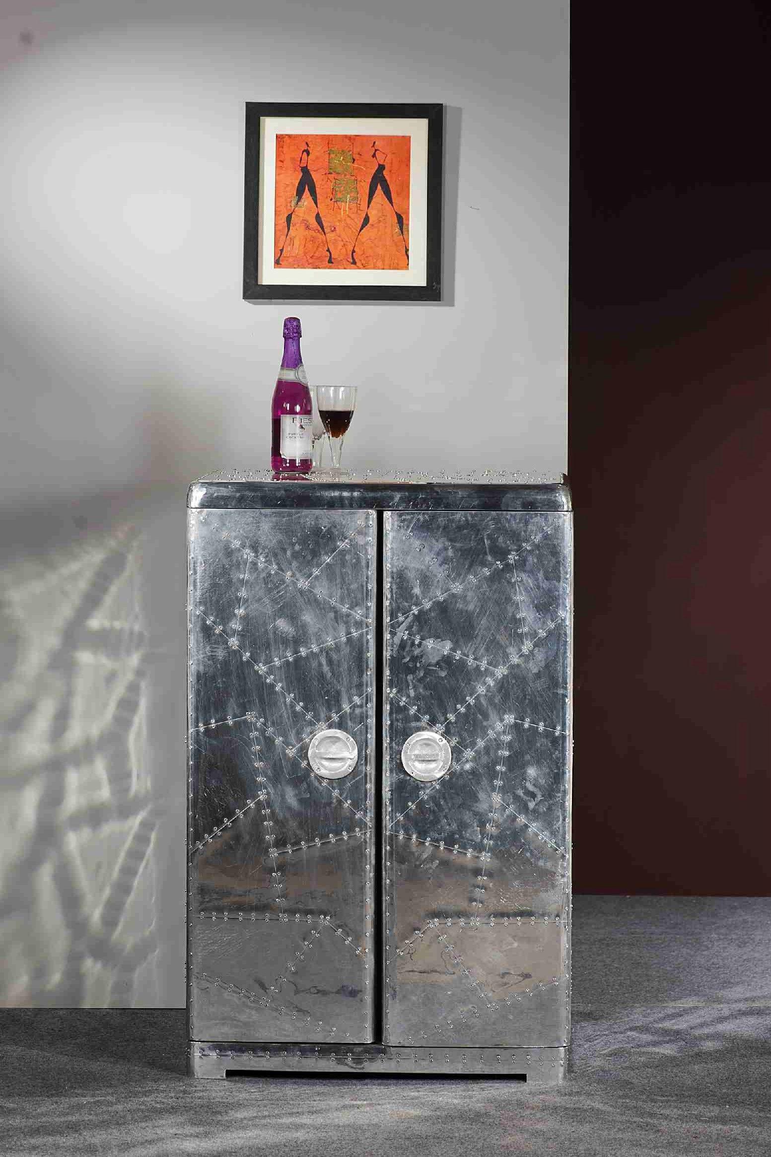 Der Mit Alu Beschlagene Barschrank Von Woody Möbel Ist Ein Echter  Eye Catcher! Sie Können Ihn Perfekt In Ihr Wohnzimmer Oder Esszimmer  Integrieren Und In ...