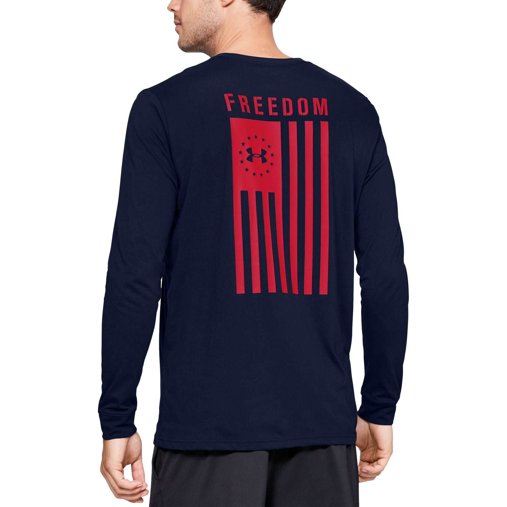 Constructed From A Super Soft Cotton Blend Fabric This Long Sleeve Men S Tee From Under Armour Provides All Da Long Sleeve Tshirt Men Under Armour Hoodies Men