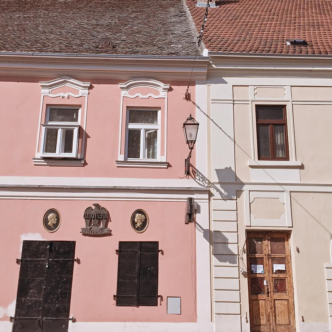 "MAJA on Instagram: ""Ovde bih mogla da živim. 🌿 #street #petrovaradin #novosadski • • • • • • • • • • • • •  #inlove #enjoy #life #lovely #view #vsco #novisad…"""