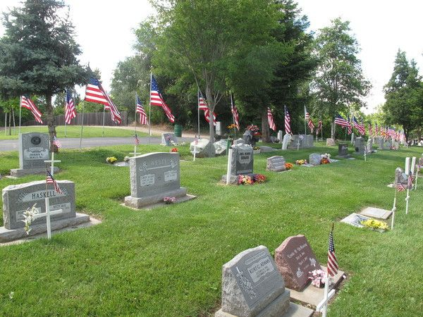 Memorial Day Service Includes Honored Speakers, Surprises | Cemetery