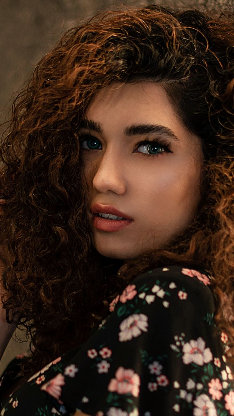 750x1334 Woman Model Gorgeous Curly Hair Wallpaper Curly Hair Styles Female Models Model