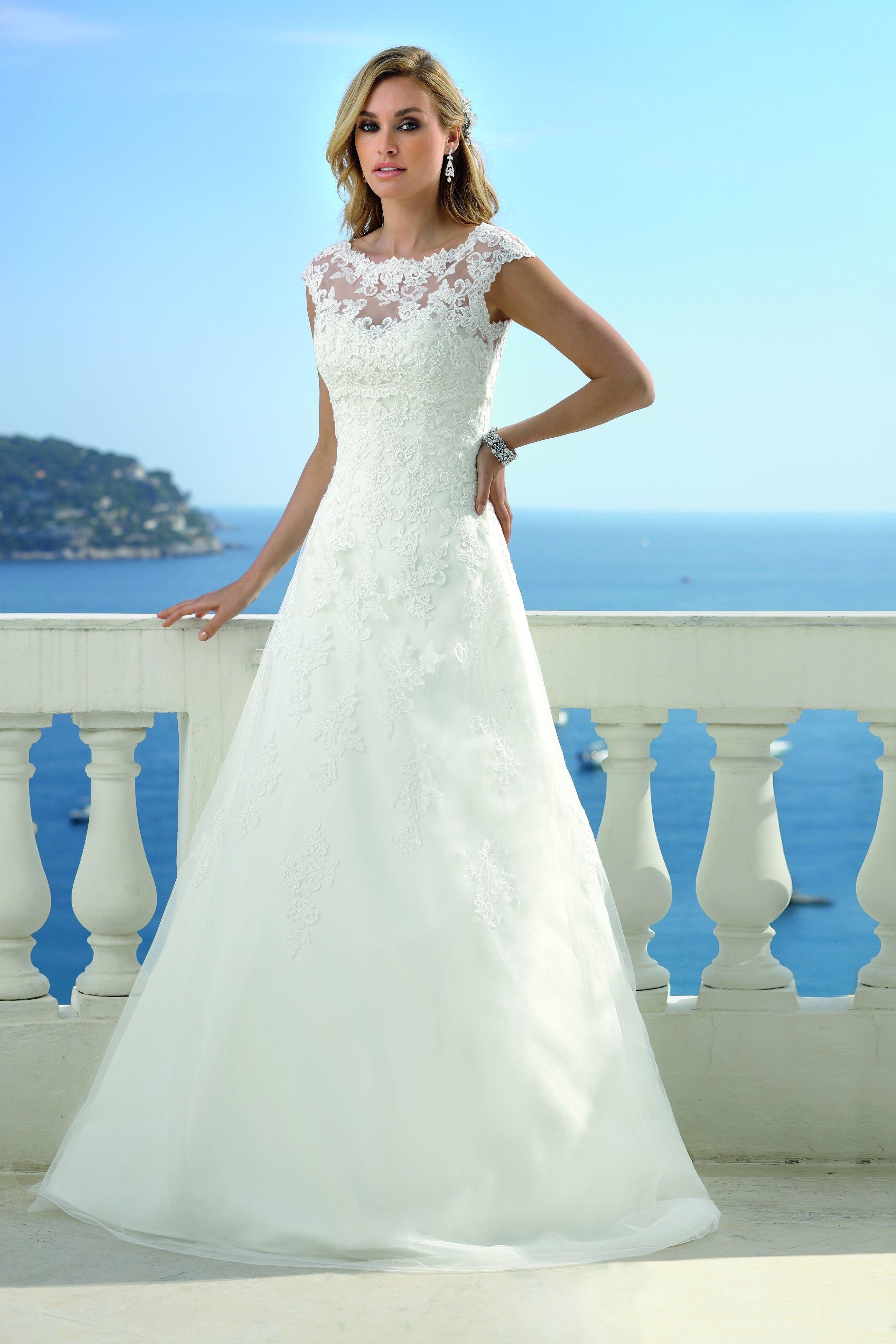 Ladybird 418068 Trouwjurk | Bruiloft | Pinterest | Wedding dress ...