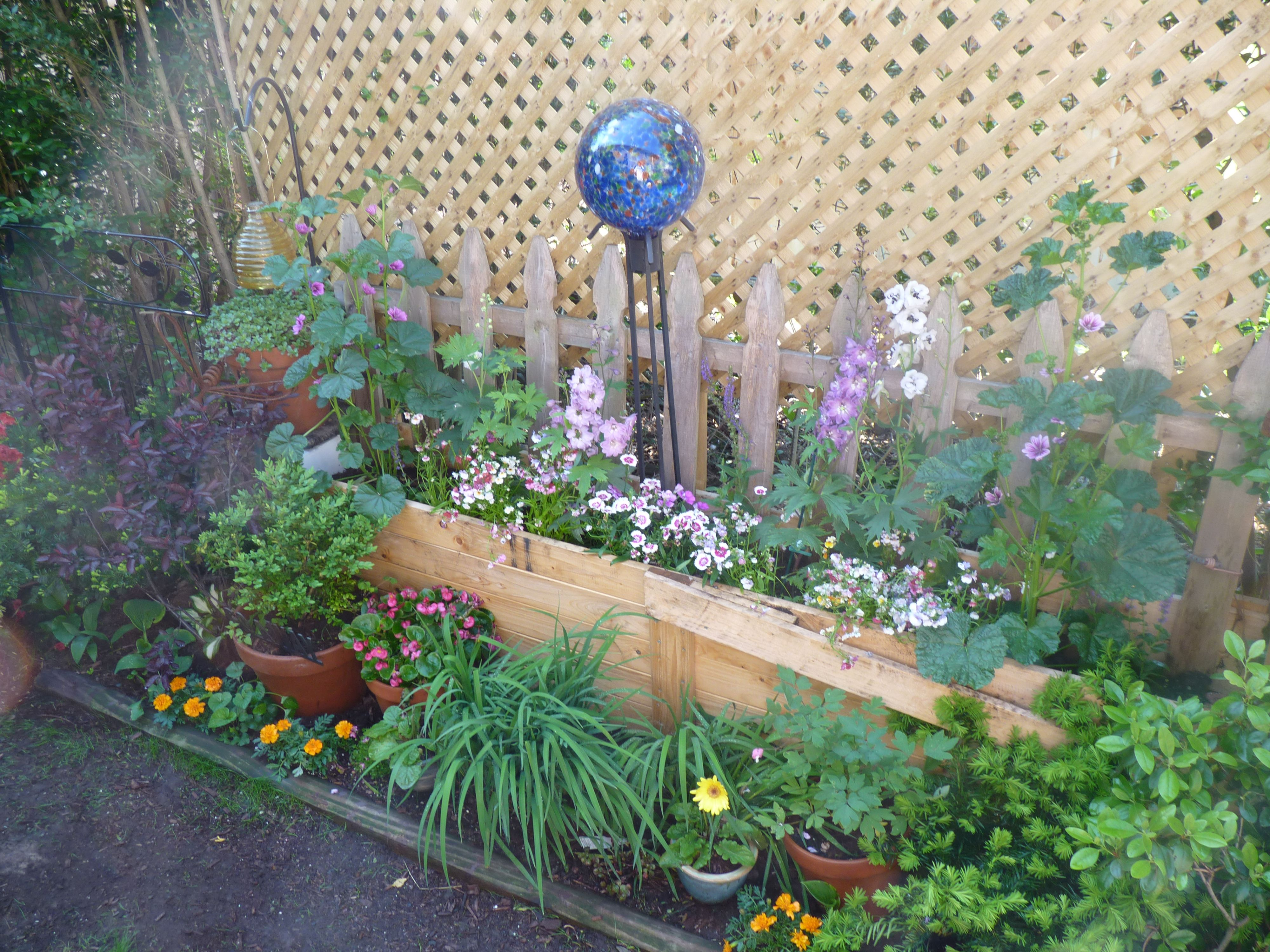 scrap garden wooden packing crate makes a great planter old fence adds some charm and cheap lattice privacy - Scrap Garden