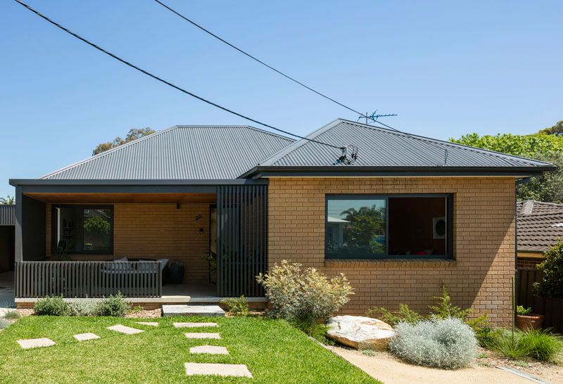 A Black Rear Extension Was Added To A 1960 S Brick House In Sydney Brick Exterior House Yellow Brick Houses Brick House Exterior Makeover