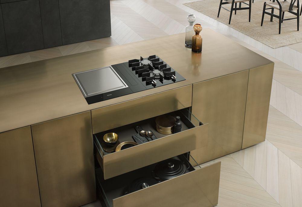 Miele SmartLine Kookplaat Met Verschillende Kookelementen Zoals Een  TepanYaki Plaat En Een Werkbladafzuiging