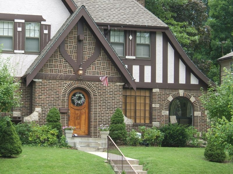 Tudor Style Home In Kansas City Armour Hills