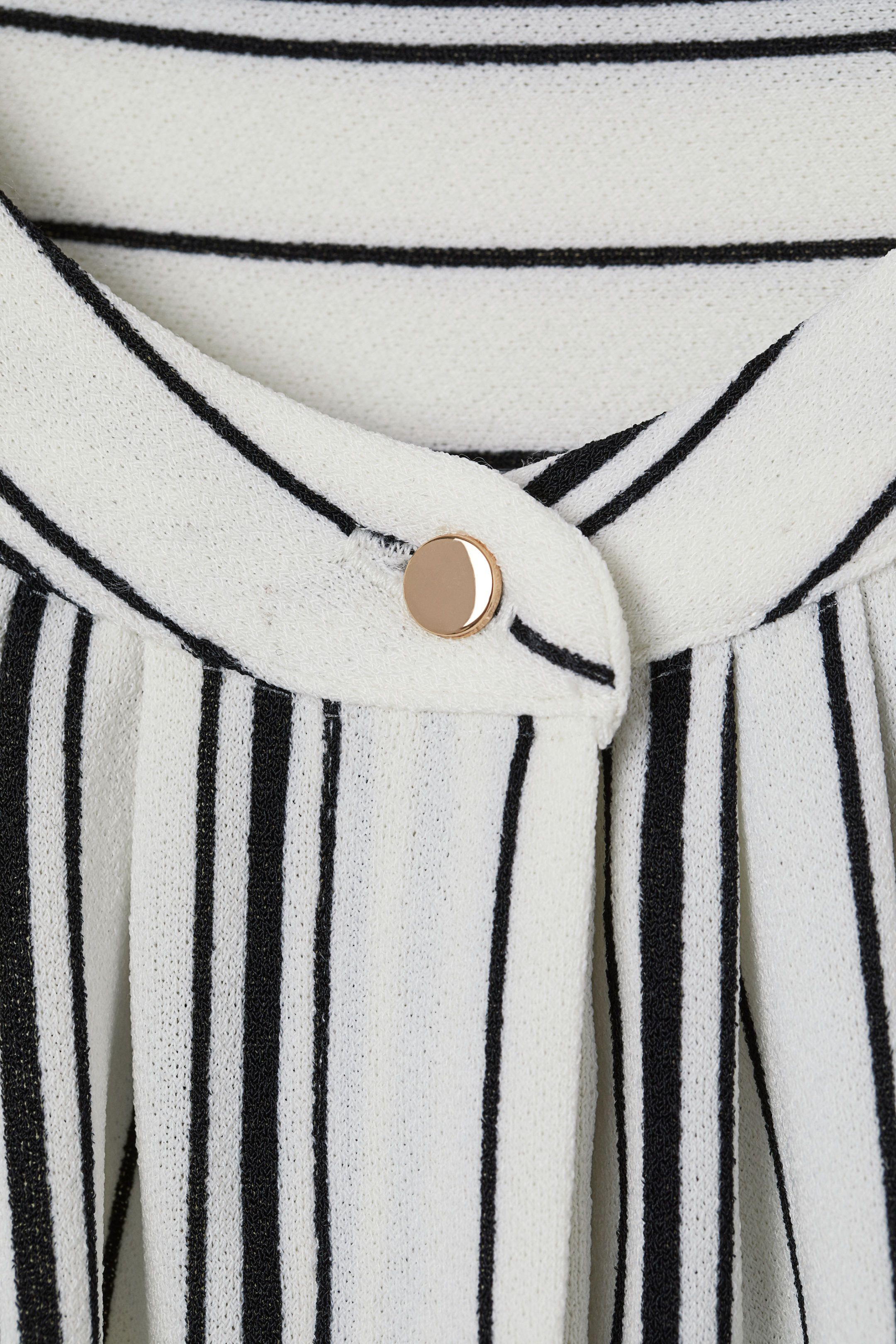 0975d586e61 Sleeveless jersey top in 2019 | lbc strips | Black stripes, Tops ...