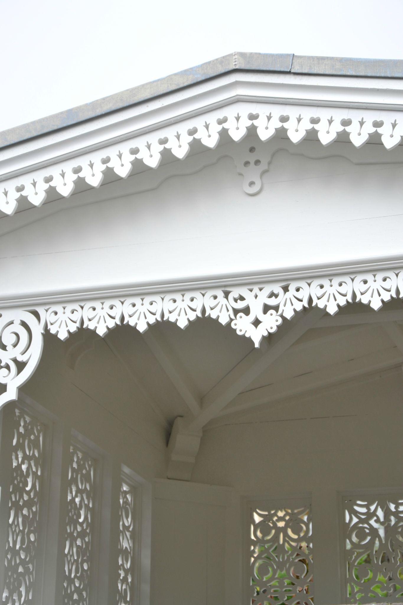 Lambrequin ornabat frises et lambrequins de toit for Architectural gingerbread trim