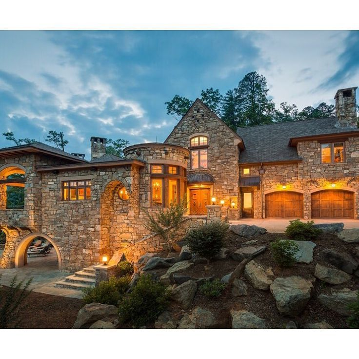 A Lake Jocassee home by Neal Prince Studio. From The Scout Guide. // yeahTHATgreenville