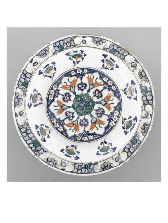 Plat au médaillon et aux 9 bouquets  - Musée national de la Renaissance (Ecouen)