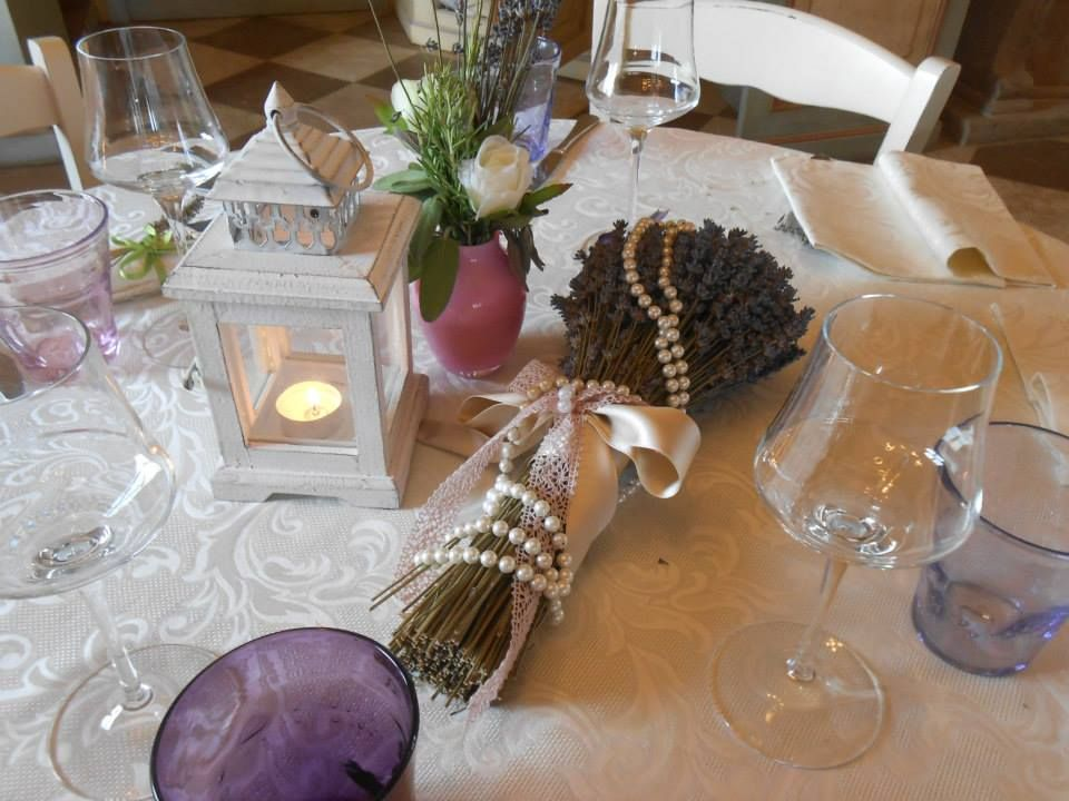 Matrimonio Tema Toscana : Un matrimonio a tema lavanda nell agriturismo romantico taverna di