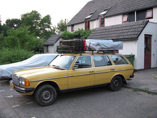 Packed 300TD with rooftent and cans | Land | Mercedes w123