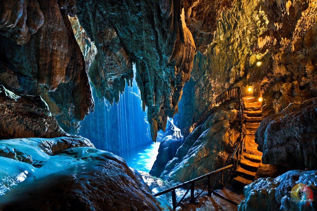 Resultado de imagen de Cascada y la gruta o cueva Iris