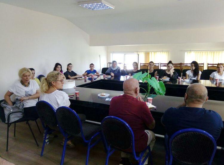 Isə Ehtiyaci Olan Qizlarla Sohbət Təskil Edilib Novator Az Conference Room Home Decor Table