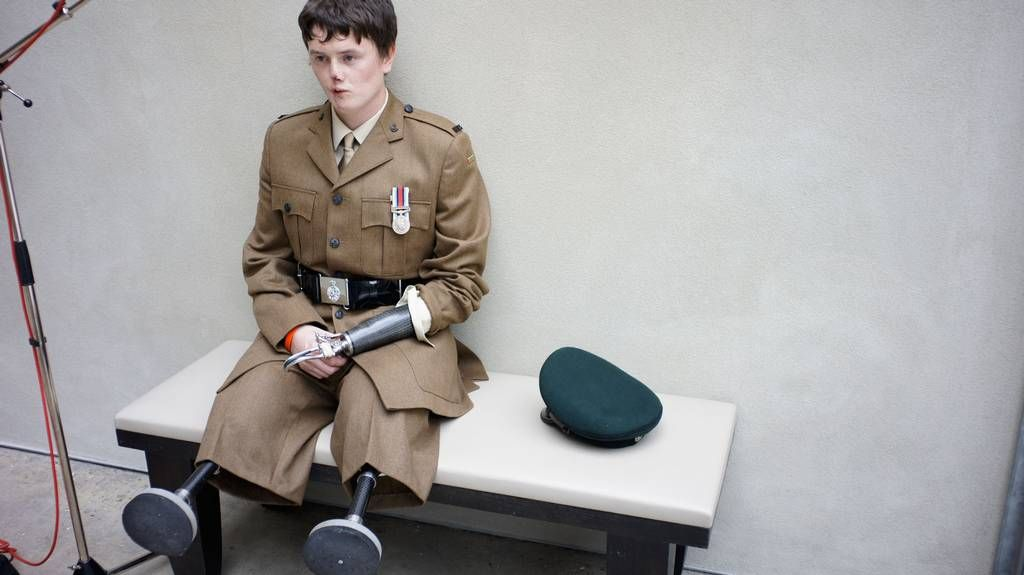 Rifleman Craig Wood Injured In Afghanistan Aged Earth - Powerful photographs injured british soldiers bryan adams