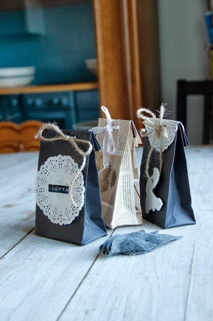 Kirpparikeijun kotona: Joulukalenteri: Paperinen lahjapussukka