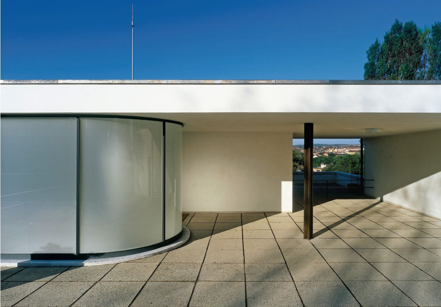 villa tugendhat can one live in the tugendhat house that was the question posed in 1931 by a. Black Bedroom Furniture Sets. Home Design Ideas