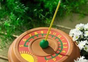 Garden Sundial--how fun would this be to make! Too bad this site doesn't have directions for this (just for a paper plate one), but should be able to figure out how to make one similar to this...