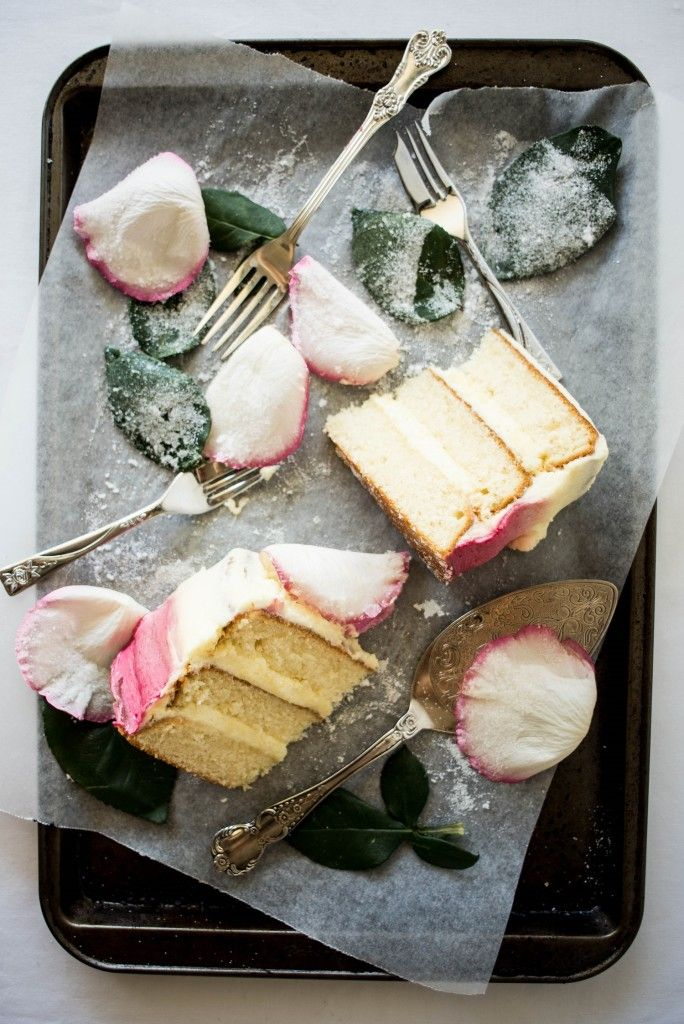 Crystallized White Rose Cake