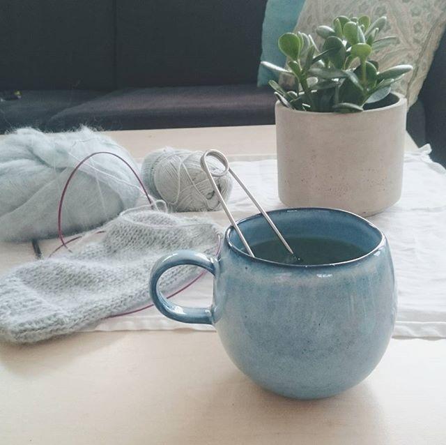 Te & strikking etter skituren❄ || Tea and knitting #strikkedilla #strikkeprosjekter #teogstrikking #søndagsbliss #SandnesGarn #egostrikk #bloomingville #knitting #sundaybliss