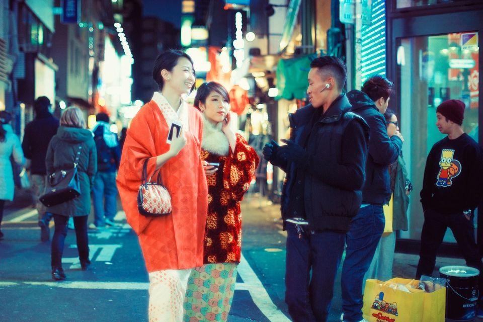 Джон Сигел: «Всё, что влечёт меня, есть только в ночи» — Путешествующий по Азии креативный директор рекламного агентства и уличный фотограф Джон Сигел — о том, как стал полуночным маньяком, зачем снимает прикуривающих незнакомцев и что представляет собой тайное сообщество сингапурских фотографов.