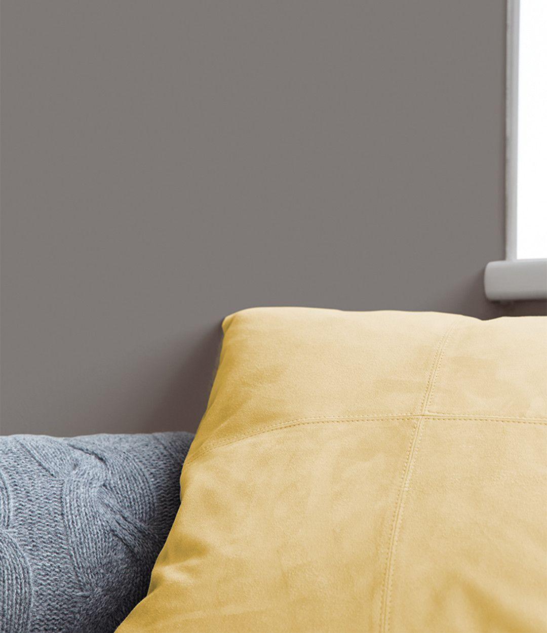Alpina Feine Farben No 01 Starke Der Berge Naturliche Textilien Und Honigfarbene Stoffe Kreieren Eine Ruhige Geborgene Raums Feine Farben Farben Wandfarbe