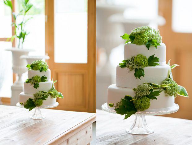 Tarta de boda con blancos y verdes