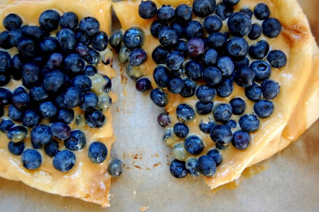 Dulce de Leche and Blueberry Dessert Pizza. Perfect combination of flavors. Who knew?!