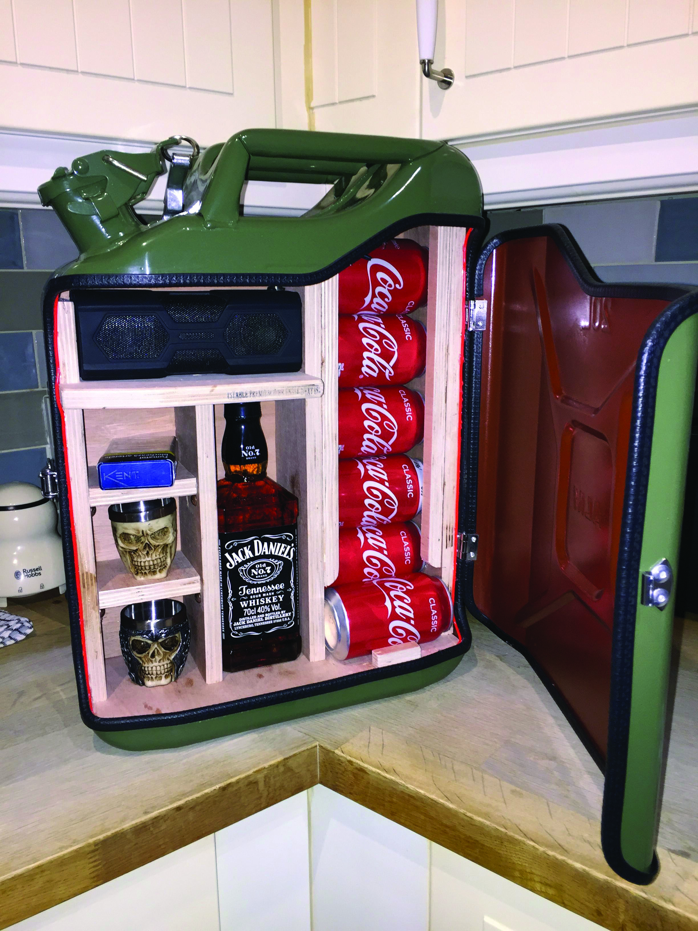 Do It Yourself Mini Nights Clubs To Jumble Your Residence Style In 2020 Jerry Can Mini Bar Jerry Can Bars For Home