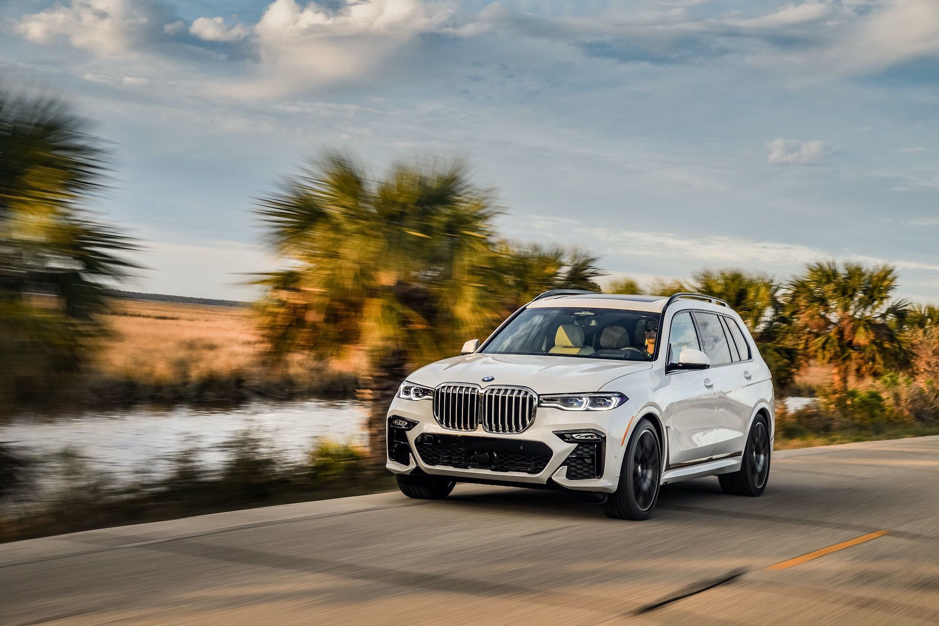 Gallery 2019 Bmw X7 Xdrive50i In Mineral White Metallic Bmw X7 Bmw New Bmw