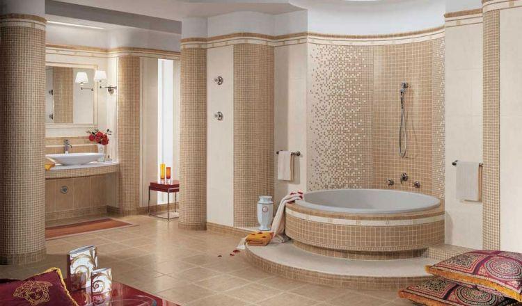 salle de bain mosaique beige et blanc neige carrelage sol assorti et baignoire ronde