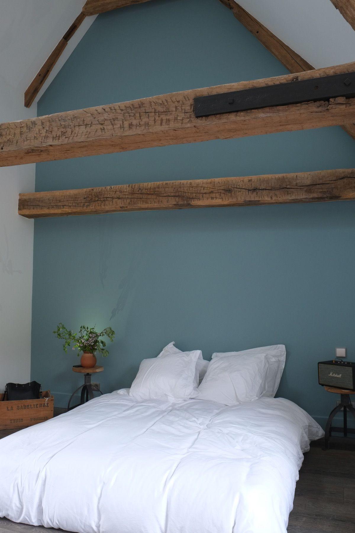 Chambre d 39 amis et ses tonalit s de vert papier peint - Idee peinture chambre mansardee ...