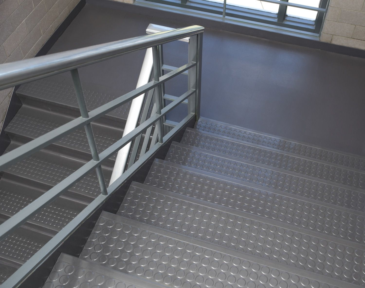 Rubber mats for stairs - Awesome Rubber Stair Treads Http Www Sbadventures Com Awesome