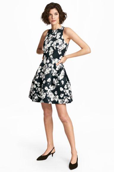 Satijnen jurk met dessin - Zwart/bloemen - DAMES | H&M NL 1